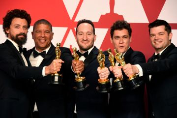 "HOLLYWOOD, CALIFORNIA - FEBRUARY 24: (L-R) Bob Persichetti, Peter Ramsey, Rodney Rothman, Phil Lord, and Christopher Miller, winners of Best Animated Feature Film for ""Spider-Man: Into the Spider-Verse,"" pose in the press room during the 91st Annual Academy Awards at Hollywood and Highland on February 24, 2019 in Hollywood, California. (Photo by Frazer Harrison/Getty Images)"
