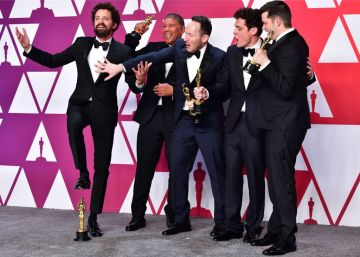 "Best Animated Feature Film winners for ""Spider-Man: Into the Spider-Verse"" (L-R) Bob Persichetti, Peter Ramsey, Rodney Rothman, Phil Lord and Christopher Miller poses in the press room with their Oscars during the 91st Annual Academy Awards at the Dolby Theatre in Hollywood, California on February 24, 2019. (Photo by FREDERIC J. BROWN / AFP)        (Photo credit should read FREDERIC J. BROWN/AFP/Getty Images)"