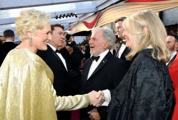 (L-R) Glenn Close and Candice Bergen attend the 91st Annual Academy Awards on February 24, 2019 in Hollywood, California. (Photo by Kevork Djansezian/Getty Images)