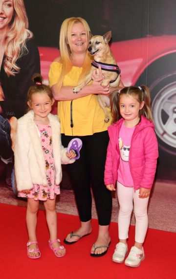 Farah Black, Nikki Hayes and Amelia Staunton with Sandy  at the special preview screening of The Art of Racing in the Rain at the Odeon Cinema in Point Square,Dublin . Pic Brian McEvoy Photography
