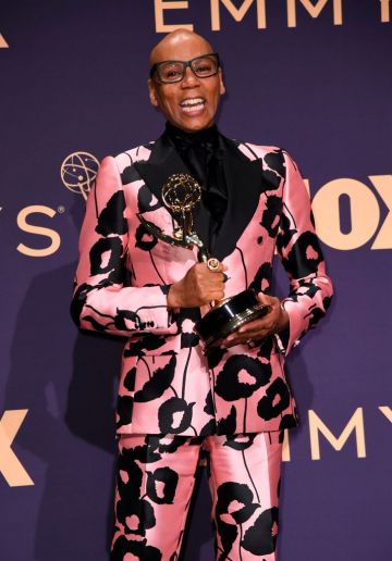 US drag queen and actor RuPaul poses with the Emmy for Outstanding Competition Program during the 71st Emmy Awards at the Microsoft Theatre in Los Angeles on September 22, 2019. (Photo by Robyn Beck/Getty Images)