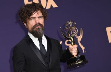 "US actor Peter Dinklage poses with the Emmy for Outstanding Supporting Actor in a Drama Series for ""Game of Thrones"" during the 71st Emmy Awards at the Microsoft Theatre in Los Angeles on September 22, 2019. (Photo by Robyn Beck/Getty Images)"