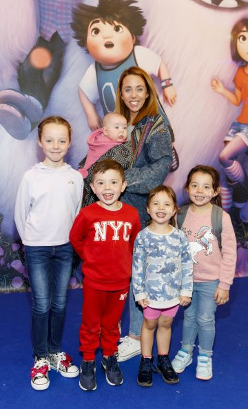 Kellie Kearney and Cassie (5mths), Kayla (9) Frankie (5), Kensie (3) and Kadie (4) pictured at a special preview screening of DreamWorks Animation ABOMINABLE at Odeon Point Square, Dublin.  Picture Andres Poveda