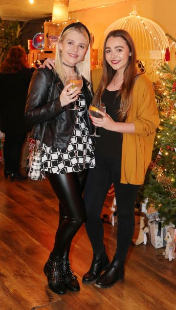 Leanne and Tracy Quinn pictured at the Aldi Amazing Christmas Showcase 2019. Photograph: Leon Farrell / Photocall Ireland
