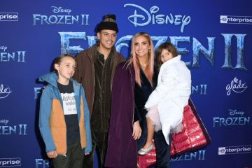 """US singer Ashlee Simpson (2ndR), husband US actor Evan Ross (2ndL), daughter Jagger Snow Ross and Simpson's son Bronx Wentz arrive for Disney's World Premiere of """"Frozen 2"""" at the Dolby theatre in Hollywood on November 7, 2019. (Photo by VALERIE MACON/AFP via Getty Images)"""