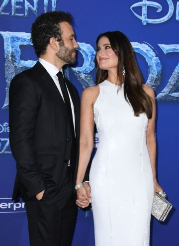 """US actress/singer Idina Menzel and her husband actor Aaron Lohr arrive for Disney's World Premiere of """"Frozen 2"""" at the Dolby theatre in Hollywood on November 7, 2019. (Photo by VALERIE MACON/AFP via Getty Images)"""