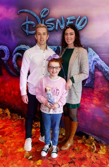 "Luke O'Faolain with Edie(9) and Sandra Kirrane pictured at the special preview screening of Disney's ""Frozen 2"" at the Light House Cinema, Dublin.  Picture Andres Poveda"