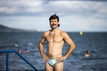 Rugby player Harry McNulty is pictured at Seapoint Dublin helping men's health charity Movember announces LOCKDOWN – SHAVE DOWN – GET DOWN, an initiative to encourage healthy conversations surrounding mental health.    Picture Andres Poveda