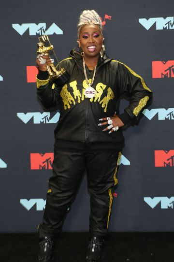 Missy Elliott poses with the Michael Jackson Video Vanguard Award in the Press Room during the 2019 MTV Video Music Awards at Prudential Center on August 26, 2019 in Newark, New Jersey. (Photo by Manny Carabel/Getty Images)