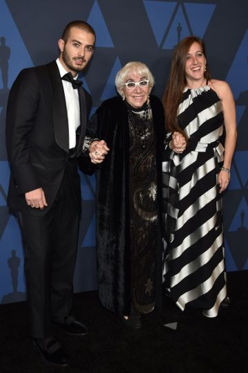 Italian director Lina Wertmuller (C), her daughter French actress Maria Zulima Job (R) and her boyfriend Alessandro Santoni arrive to attend the 11th Annual Governors Awards gala hosted by the Academy of Motion Picture Arts and Sciences at the Dolby Theater in Hollywood. (Photo by Chris Delmas / AFP) (Photo by CHRIS DELMAS/AFP via Getty Images)