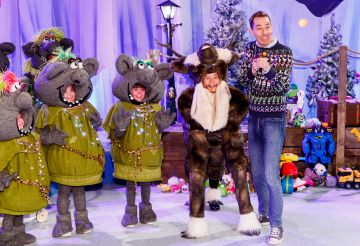 Ryan Tubridy is pictured with children from the Spotlight stage school at the set reveal for The Late Late Toy Show 2019 which will take place on Friday 29th November at 9:35pm on RTÉ One. Picture: Andres Poveda