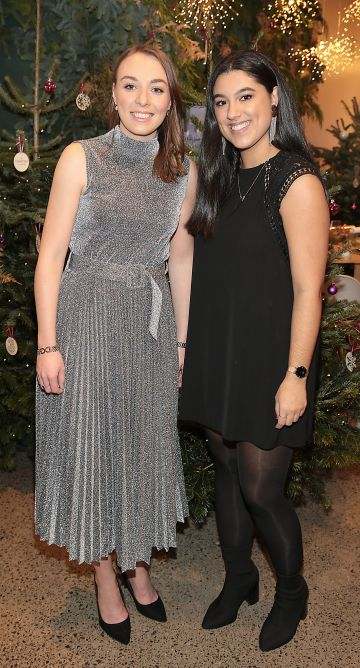Anne Marie O Brien and Niamh Chambers at the opening of The Connected Restaurant, powered by Three  in Sir John Rogerson Quay Dublin Pic Brian McEvoy