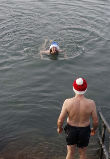 25/12/2019. Forty Foot Xmas Swim. Hundreds of people turned up at the Fortyfoot bathing spot in Sandycove, for the annual Xmas Day swim. Pictured are (LtoR) Frank and Heather Devitt from Maynooth at the Forty Foot Xmas Swim. Photo:RollingNews.ie
