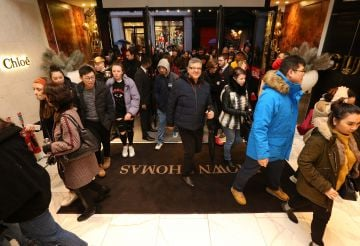 26/12/2019 Brown Thomas Sale. Pictured are Customers today (26th December 2019) at the highly anticipated Brown Thomas Sale.   Photo: Sasko Lazarov/Photocall Ireland