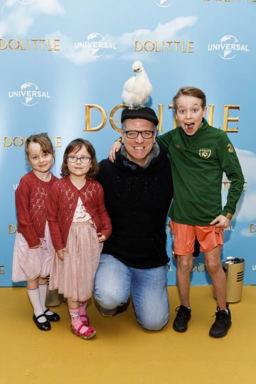 Dave Moore with family Anna and Nina (5) and Andrew (10) pictured at the Universal Pictures special preview screening of Dolittle at Odeon Point Square, Dublin.