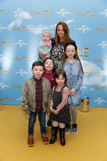 Kelly Kearney with family Frankie (5), Kady (4) Kenzie (3) and Kadie (9) pictured at the Universal Pictures special preview screening of Dolittle at Odeon Point Square, Dublin.
