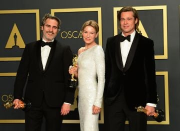 (L-R) Best Actor Joaquin Phoenix, Best Actress Renee Zellweger and Best Supporting Actor Brad Pitt pose in the press room with their Oscars during the 92nd Oscars at the Dolby Theater in Hollywood, California on February 9, 2020. (Photo by FREDERIC J. BROWN / AFP) (Photo by FREDERIC J. BROWN/AFP via Getty Images)