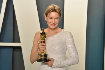"""Renee Zellweger holds her Oscar for Best Actress for """"Judy"""" as she attends the 2020 Vanity Fair Oscar Party at Wallis Annenberg Center for the Performing Arts on February 09, 2020 in Beverly Hills, California. (Photo by David Crotty/Patrick McMullan via Getty Images)"""