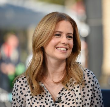"""Jenna Fischer, who played Pam Beesly in NBC's The Office,  visits """"Extra"""" at Universal Studios Hollywood on March 26, 2018. (Photo by Noel Vasquez/Getty Images)"""