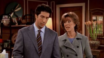 Christina Pickles, who played Judy Geller, pictured on set with David Schwimmer. (@Warner Bros. Television All rights reserved).