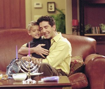 David Schwimmer took on the role as a goofy and lovable father of Ben in Friends. @Warner Bros. All Rights Reserved.