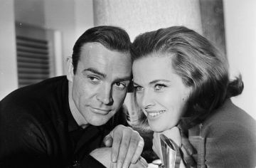 Portrait of James Bond actors Sean Connery and Honor Blackman, to promote the film 'Goldfinger', 1964. (Photo by Express/Getty Images)