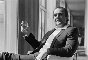 Scottish actor Sean Connery at the Savoy Hotel in London, UK, 11th April 1971.  (Photo by Terry Disney/Express/Getty Images)