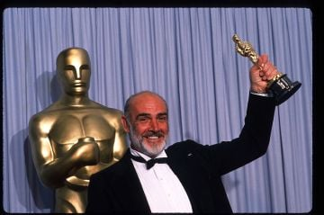 """Actor Sean Connery holds up his Best Actor in a Supporting Role Oscar for """"The Untouchables"""" at the Academy Awards April 11, 1988 in Los Angeles, CA. The Academy Awards are prizes given out annually in Hollywood for excellence in film performance and production. (Photo by John Barr/Liaison)"""