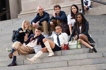 "Evan Mock, Eli Brown, Zión Moreno, Emily Alyn Lind, Thomas Doherty, Jordan Alexander and Savannah Lee Smith filming ""Gossip Girl"" on November 10, 2020 in New York City, New York. (Photo by MEGA/GC Images)"
