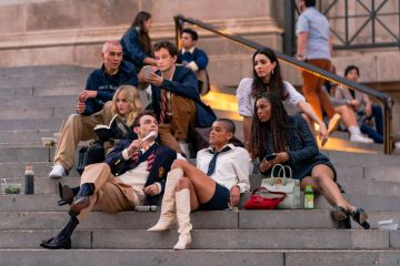 Evan Mock, Emily Alyn Lind, Thomas Doherty, Eli Brown, Jordan Alexander, Zion Moreno and Savannah Lee Smith are seen filming for 'Gossip Girl' outside the Metropolitan Museum of Art in the Upper East Side on November 10, 2020 in New York City. (Photo by Gotham/GC Images)