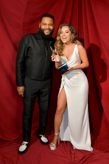 Becky G (R) poses with the award for Favorite Latin Female Artist with Anthony Anderson (L) at the 2020 American Music Awards at Microsoft Theater on November 22, 2020 in Los Angeles, California. (Photo by Emma McIntyre /AMA2020/Getty Images for dcp)