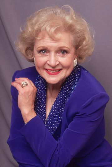 Circa 1990: American actor Betty White during the time she was playing Rose Nylund in the televisoin series, 'The Golden Girls'. (Photo by Francesco Da Vinci/Hulton Archive/Getty Images)