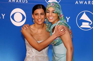 2002: Nelly Furtado and Alicia Keys during The 44th Annual Grammy Awards at Staples Center in Los Angeles, California, United States. (Photo by Jeff Kravitz/FilmMagic, Inc)