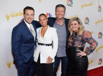 2018:  (L-R) Carson Daly, Alicia Keys, Blake Shelton and Kelly Clarkson attend NBC's 'The Voice' Season 14 finale taping on May 21, 2018 in Universal City, California.  (Photo by Tara Ziemba/Getty Images for NBC)