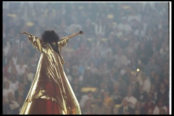28 Jan 1996:  Diana Ross performs at the halftime show during Super Bowl XXX between the Dallas Cowboys and Pittsburgh Steelers at Sun Devil Stadium in Tempe, Arizona.  The Cowboys won the game 27 - 17. Mandatory Credit: Al Bello  /Allsport