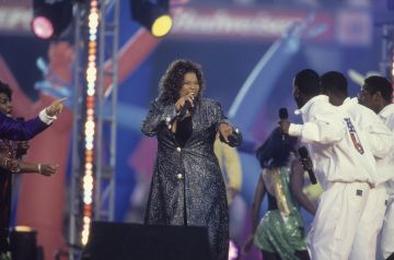 Queen Latifah (Dana Owens) performs at Halftime of the game between the Green Bay Packers and the Denver Broncos at Super Bowl 32 at Qualcomm Stadium on January 25, 1998. (Photo by Al Pereira/Getty Images/MIchael Ochs Archives)