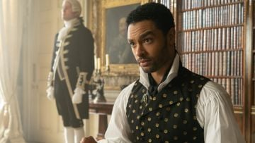 British-Zimbabwean actor Regé-Jean Page features as imon Basset, The Duke Of Hastings.   Image credit: Netflix (2020)