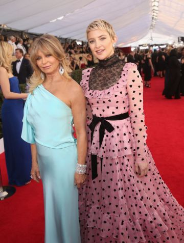 Actors Goldie Hawn (L) and Kate Hudson attend the 24th Annual Screen Actors Guild Awards at The Shrine Auditorium on January 21, 2018 in Los Angeles, California.  (Photo by Jesse Grant/WireImage)