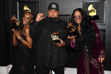 """(L-R) Tiara Thomas, Jeff Robinson, and H.E.R., winners of Song of the Year for """"I Can't Breathe"""", poses in the media room during the 63rd Annual GRAMMY Awards at Los Angeles Convention Center on March 14, 2021 in Los Angeles, California. (Photo by Kevin Mazur/Getty Images for The Recording Academy )"""