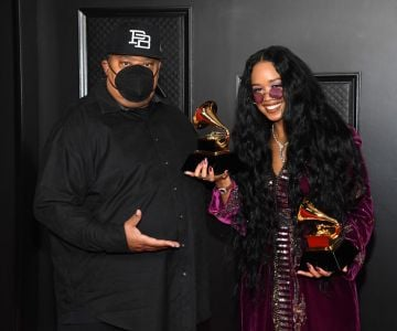 """(L-R) Jeff Robinson and H.E.R., winners of Song of the Year for """"I Can't Breathe"""", pose in the media room during the 63rd Annual GRAMMY Awards at Los Angeles Convention Center on March 14, 2021 in Los Angeles, California. (Photo by Kevin Mazur/Getty Images for The Recording Academy )"""