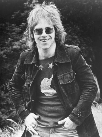 LONDON - CIRCA 1969: Pop singer Elton John poses for a portrait in circa 1969 in London, England. (Photo by Michael Ochs Archives/Getty Images)