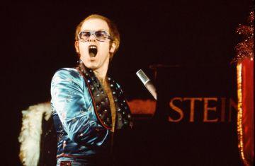 UNITED KINGDOM - DECEMBER 01:  HAMMERSMITH ODEON  Photo of Elton JOHN, MusicBrainz: b83bc61f-8451-4a5d-8b8e-7e9ed295e822  (Photo by David Redfern/Redferns)