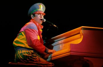UNITED STATES - SEPTEMBER 01:  Photo of Elton JOHN; performing live onstage  (Photo by Richard E. Aaron/Redferns)