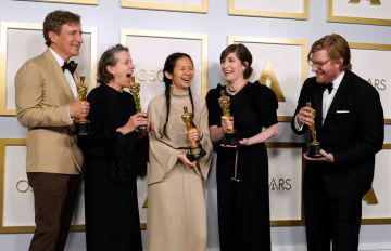 """Peter Spears, Frances McDormand, Chloe Zhao, Mollye Asher, and Dan Janvey, winners of Best Picture for """"Nomadland,"""" pose in the press room at the Oscars on Sunday, April 25, 2021, at Union Station in Los Angeles. (Photo by Chris Pizzello-Pool/Getty Images)"""