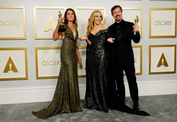 """Marlee Matlin (center) poses with Pippa Ehrlich (L) and James Reed (R), winners of Best Documentary Feature for """"My Octopus Teacher"""", in the press room during the Oscars on Sunday, April 25, 2021, at Union Station in Los Angeles. (Photo by Chris Pizzello-Pool/Getty Images)"""