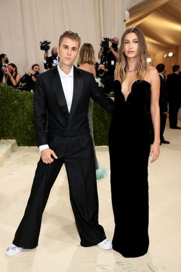 NEW YORK, NEW YORK - SEPTEMBER 13: Justin Bieber and  Hailey Bieber attend The 2021 Met Gala Celebrating In America: A Lexicon Of Fashion at Metropolitan Museum of Art on September 13, 2021 in New York City. (Photo by Dimitrios Kambouris/Getty Images for The Met Museum/Vogue )