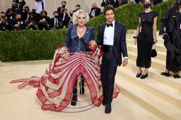 NEW YORK, NEW YORK - SEPTEMBER 13: Debbie Harry and Zac Posen attend The 2021 Met Gala Celebrating In America: A Lexicon Of Fashion at Metropolitan Museum of Art on September 13, 2021 in New York City. (Photo by Theo Wargo/Getty Images)