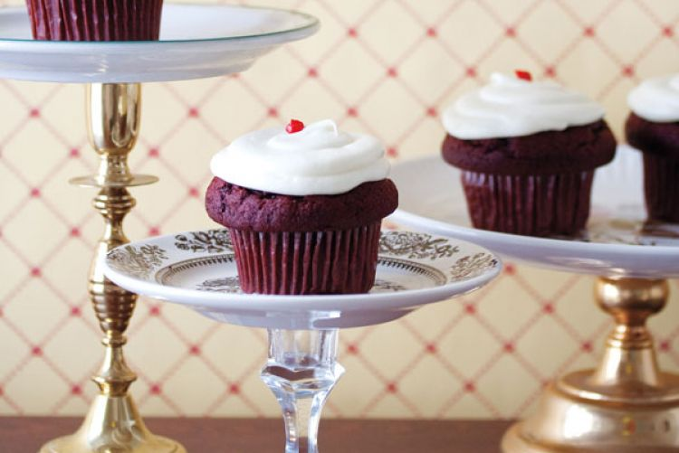 Make And Do the Design*Sponge way: Recycled cake stand