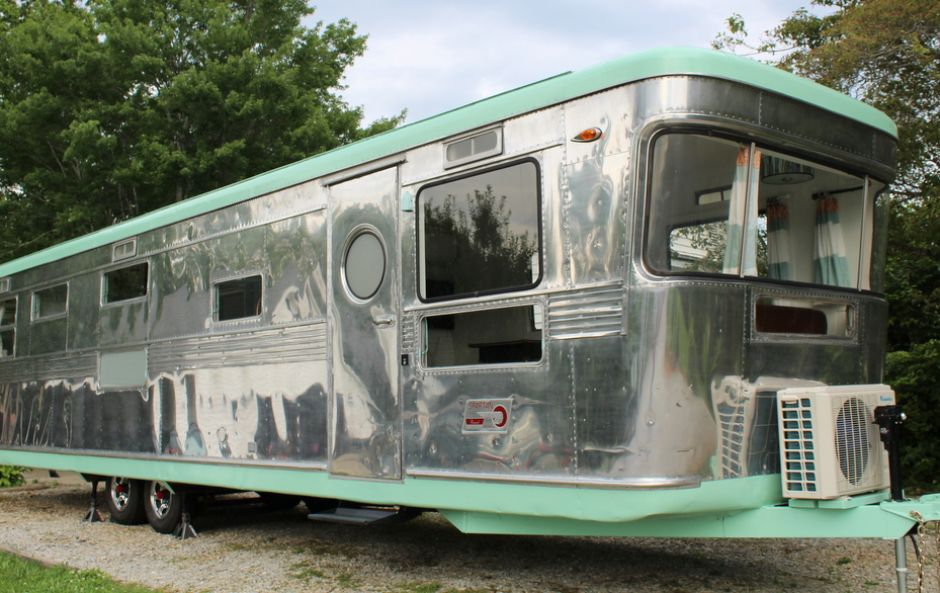 This baby boomer trailer is the cutest tiny home