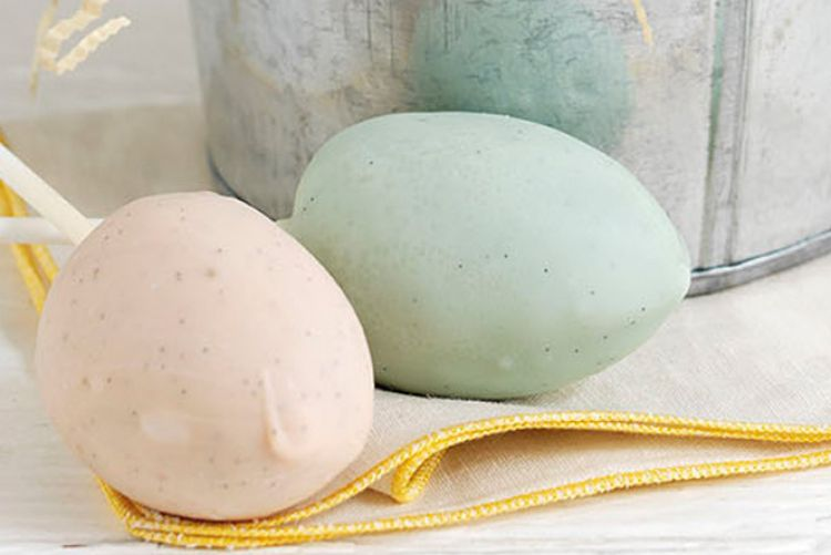 Hen and egg cake pops: The Easter recipe to crack into while school's out